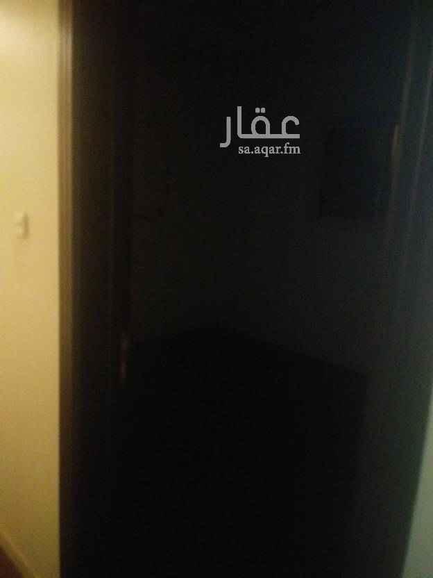 مكتب تجاري للإيجار في شارع ابي تمام ، حي الشفا ، الرياض
