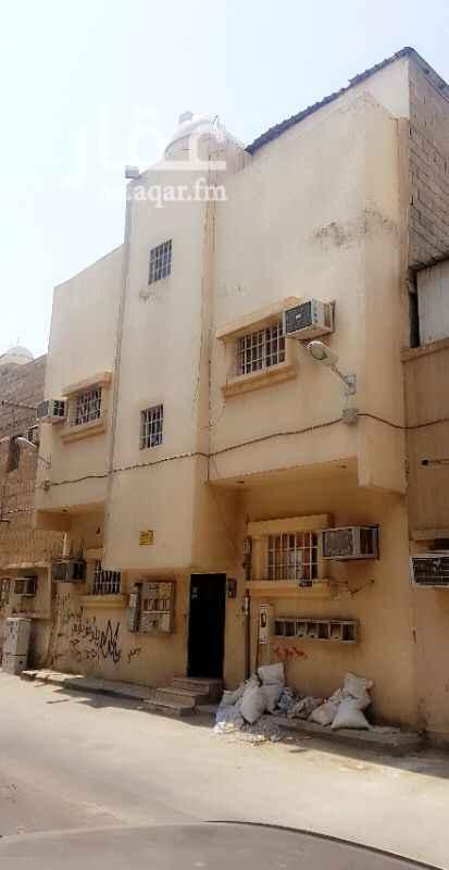 عمارة للبيع في شارع عبدالرحمن الشعبي ، حي منفوحة الجديدة ، الرياض