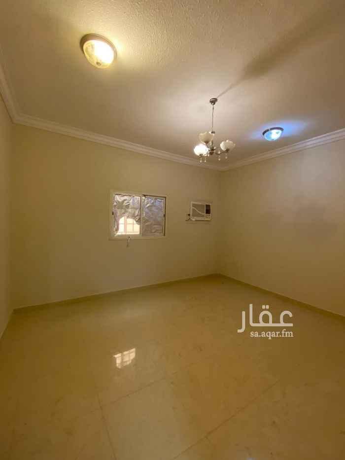 دور للإيجار في شارع سيبويه ، حي الوادي ، الرياض