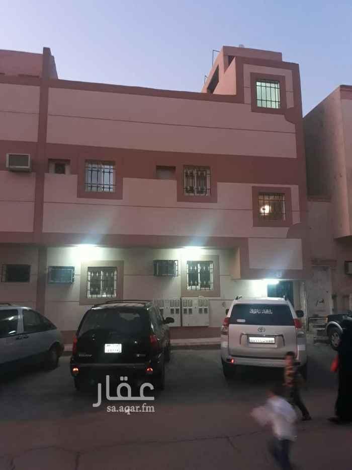عمارة للبيع في شارع الفرزدق ، حي غبيرة ، الرياض