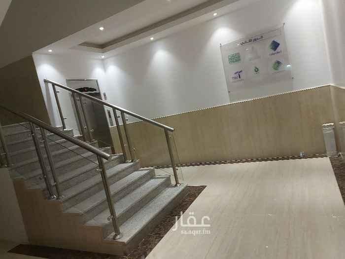 مكتب تجاري للإيجار في شارع رقم 317 ، حي الملقا ، الرياض