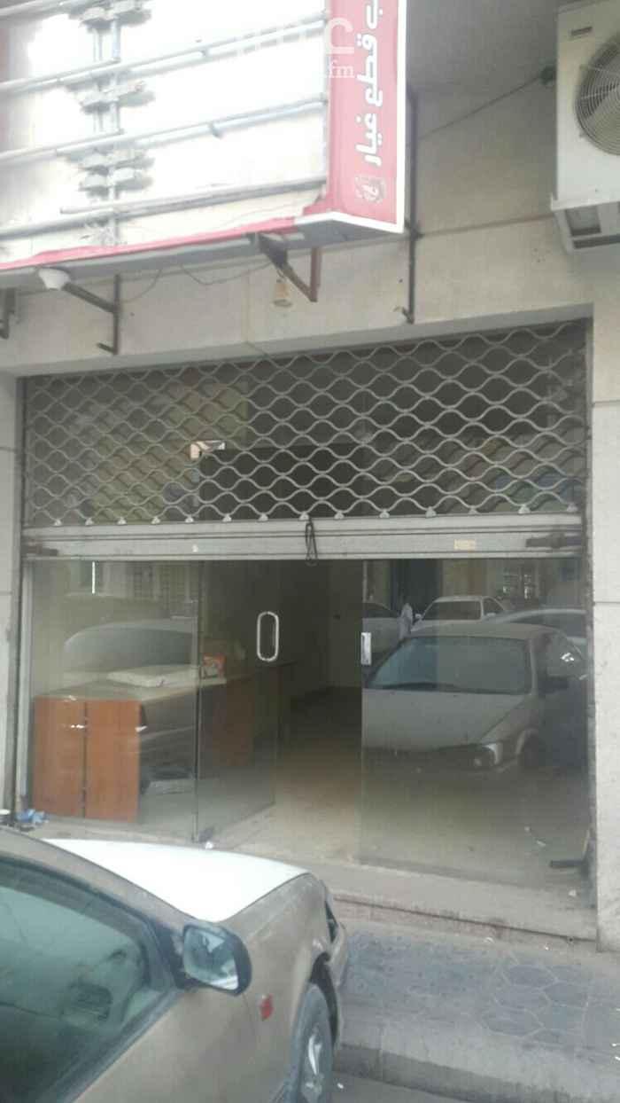 محل للإيجار في شارع احمد بن فارس ، حي ثليم ، الرياض ، الرياض