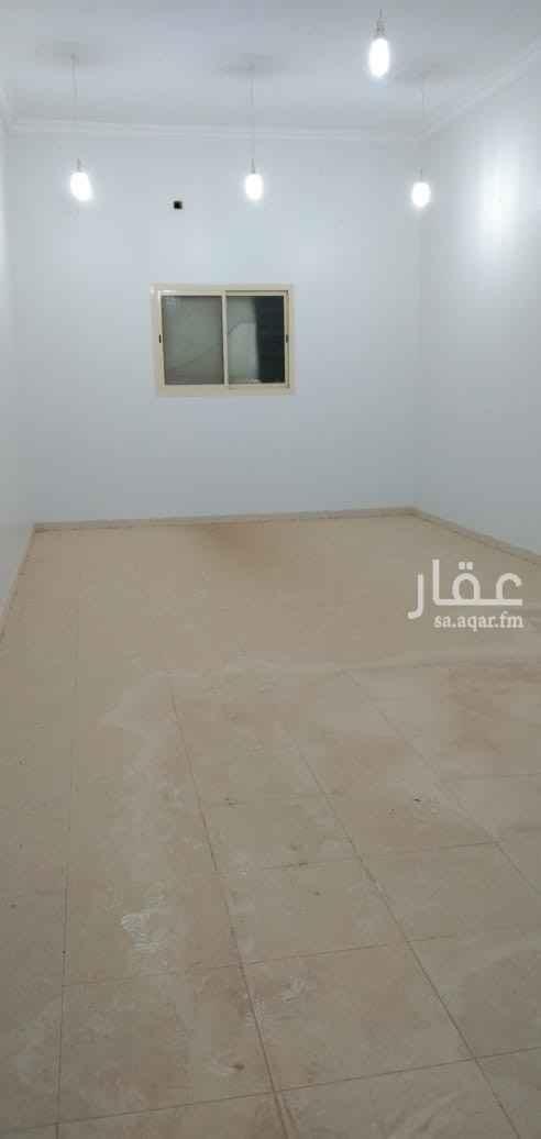 مكتب تجاري للإيجار في شارع ينبع ، حي ظهرة لبن ، الرياض ، الرياض