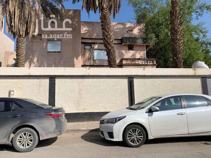 فيلا للبيع في شارع جندب بن كعب ، حي الضباط ، الرياض