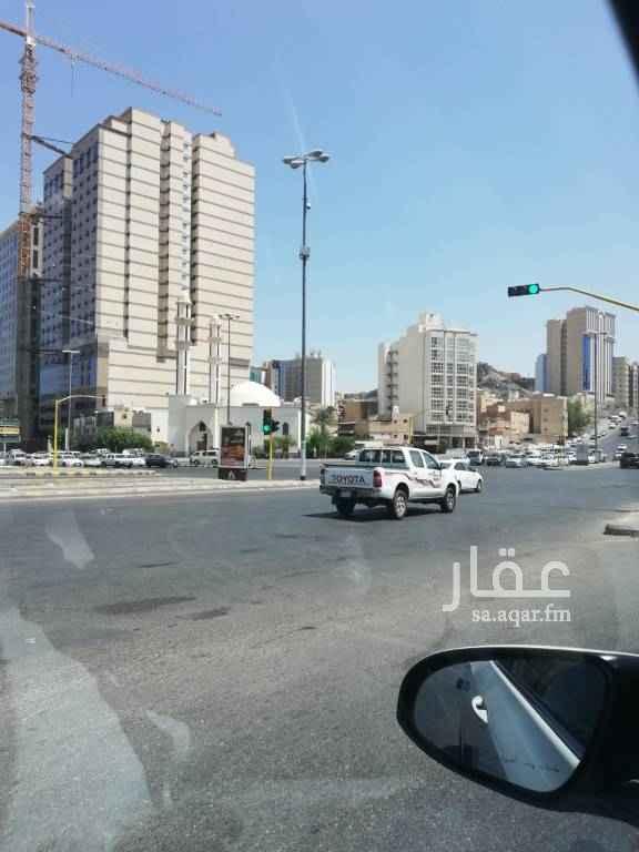 عمارة للبيع في طريق الملك فهد الفرعي ، حي الملقا ، الرياض