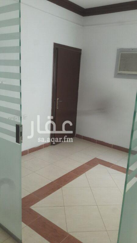 مكتب تجاري للإيجار في شارع ابن المنداني ، حي الحمراء ، الرياض
