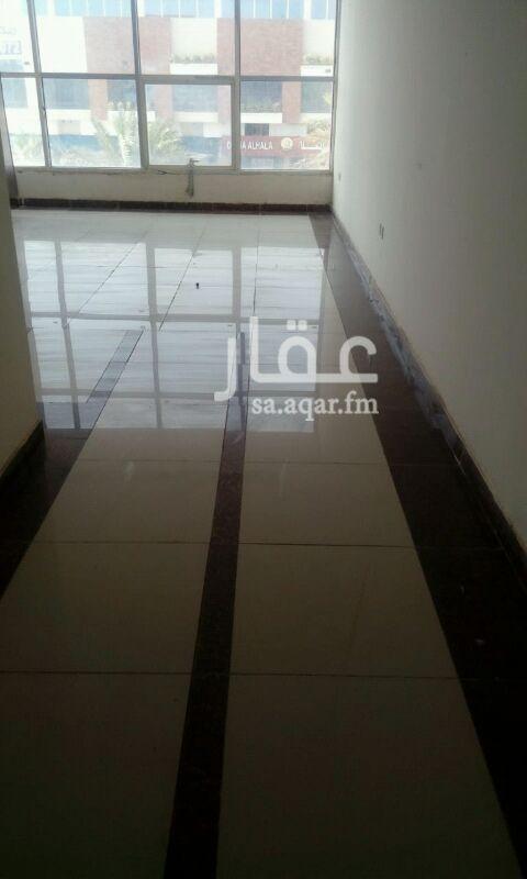 مكتب تجاري للإيجار في شارع حفصة بنت عمر ، حي الروضة ، الرياض