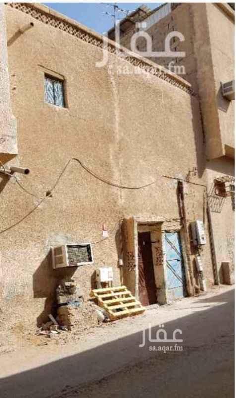 بيت للبيع في شارع عبدالرحمن بن سالم ، حي الشرفية ، الرياض