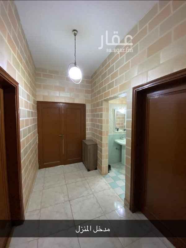 فيلا للبيع في شارع عبدالعزيز بن شبانة ، حي العزيزية ، الرياض ، الرياض