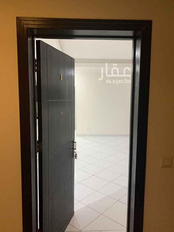 شقة للإيجار في شارع حاطب بن عمرو ، حي الورود ، الرياض