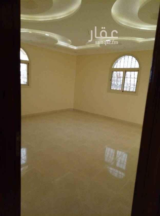 شقة للبيع في شارع عبدالله بن العباس الطيالسي ، حي الدفاع ، المدينة المنورة
