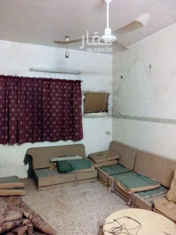 شقة للإيجار في شارع الفرزدق ، حي العود ، الرياض