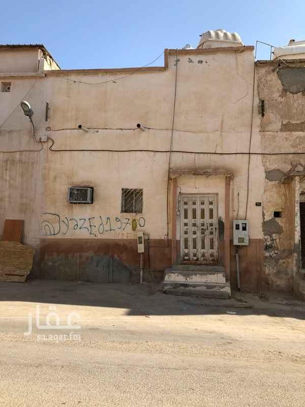 بيت للبيع في شارع عبدالعزيز الشمري ، حي الجرادية ، الرياض