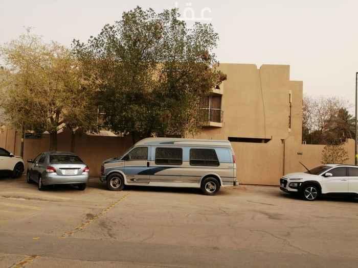 فيلا للبيع في شارع زينب بنت خزيمة ، حي الملك فهد ، الرياض