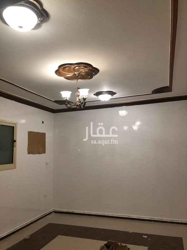 شقة للإيجار في شارع محمد بن مجاهد ، حي المونسية ، الرياض
