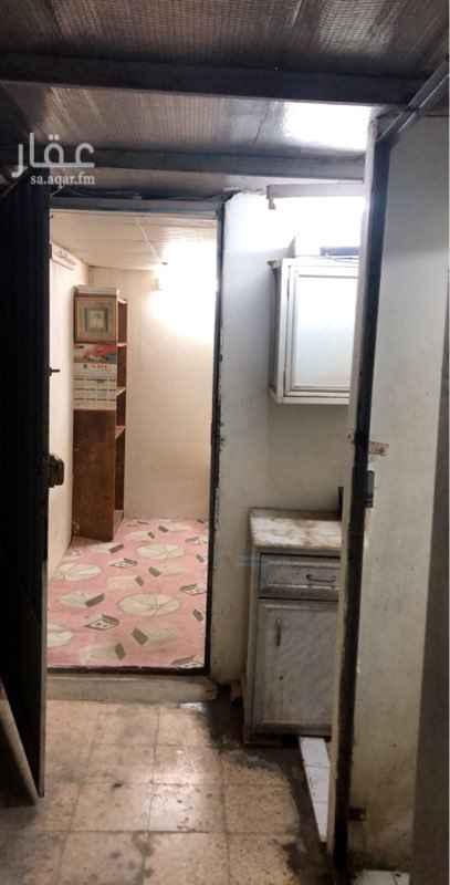 غرفة للإيجار في شارع الإمام الشافعي ، حي السلام ، الرياض