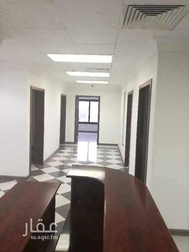 مكتب تجاري للإيجار في الطريق الدائري الشرقي الفرعي ، حي الريان ، الرياض