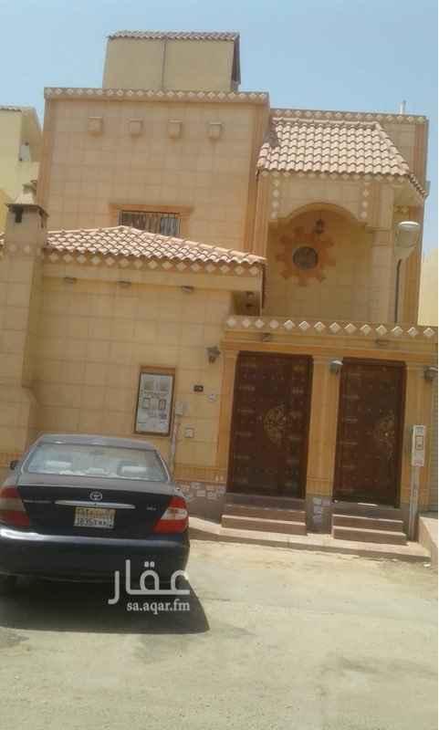 فيلا للبيع في شارع على بن عبدالكريم ، حي اشبيلية ، الرياض