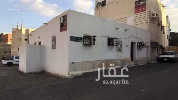 بيت للبيع في شارع محمد بن الحسين بن شهريار ، حي بني ظفر ، المدينة المنورة