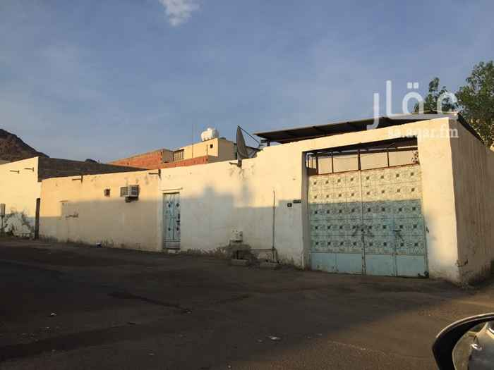 بيت للبيع في شارع ابو بكر بن شعيب بن الحبحاب ، حي وعيرة ، المدينة المنورة ، المدينة المنورة