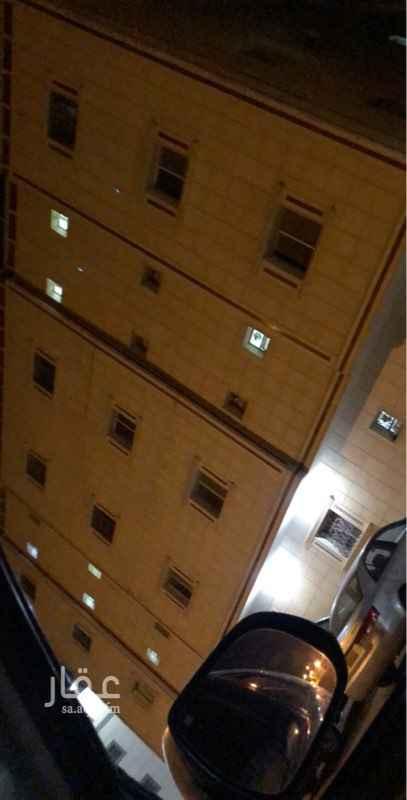 عمارة للبيع في شارع عنيزة ، حي ظهرة لبن ، الرياض