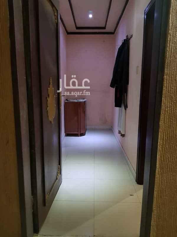 غرفة للإيجار في شارع علي بن زياد العبسي ، حي الملز ، الرياض