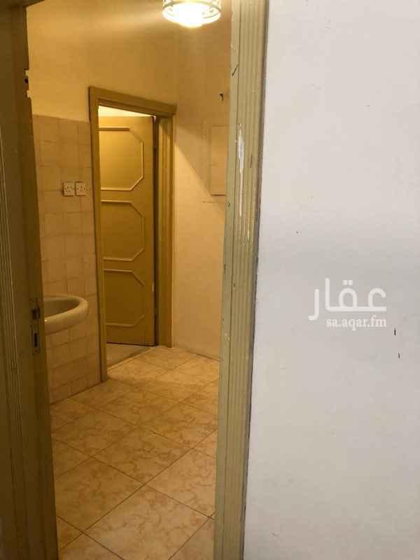 شقة للإيجار في شارع أبي ذر الغفاري ، حي الربوة ، الرياض