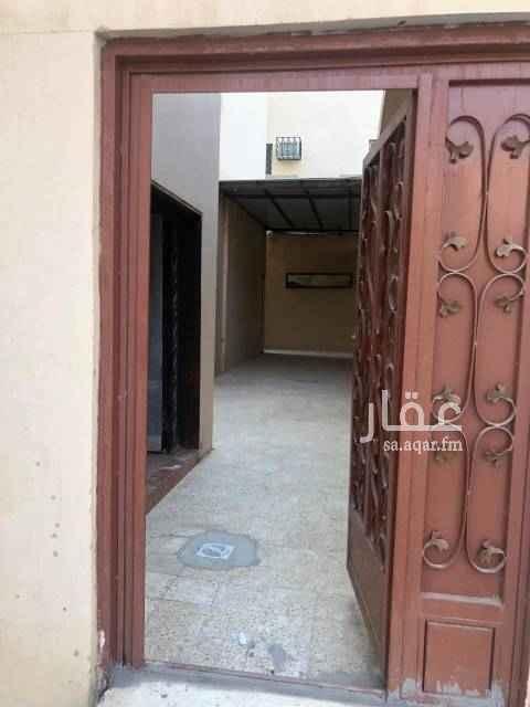 بيت للإيجار في شارع خيبر ، حي بدر ، الرياض