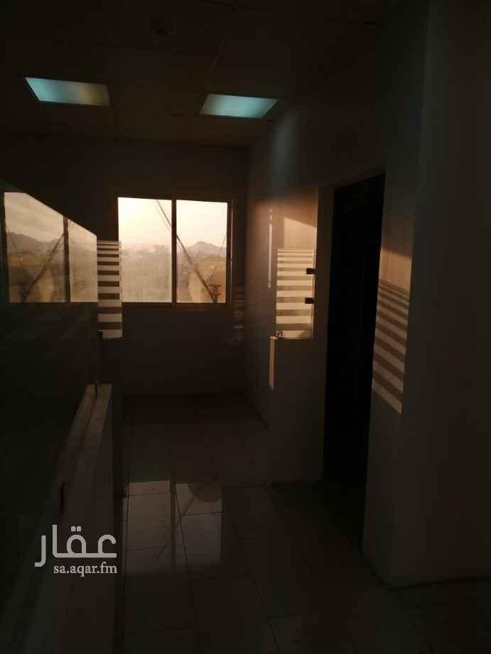 مكتب تجاري للإيجار في طريق الامير عبدالمحسن بن عبدالعزيز ، حي الجمعة ، المدينة المنورة