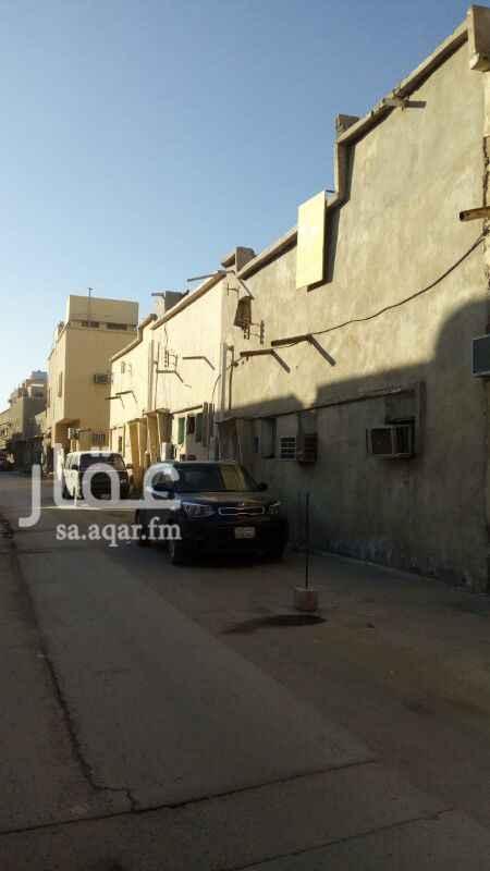 بيت للبيع في شارع خلف بن هشام ، حي منفوحة الجديدة ، الرياض