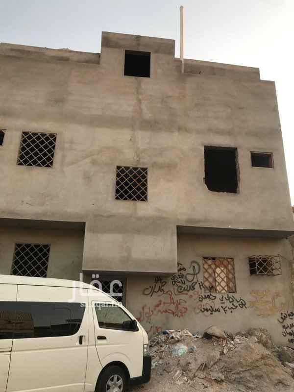 عمارة للبيع في شارع محمد الترمذي ، حي عتيقة ، الرياض