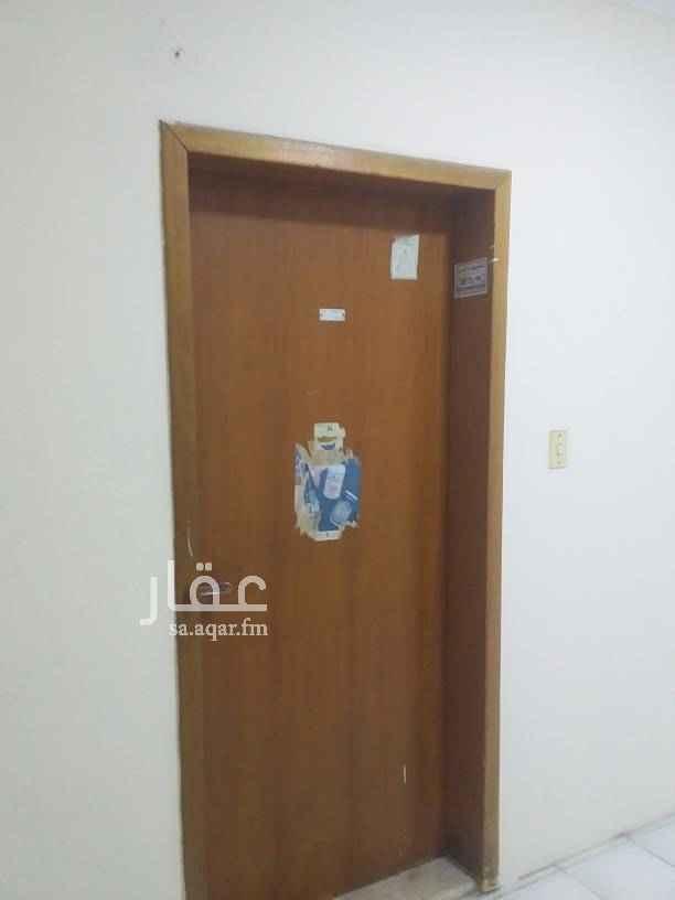 شقة للإيجار في شارع يزيد بن ثابت ، حي السلام ، الدمام