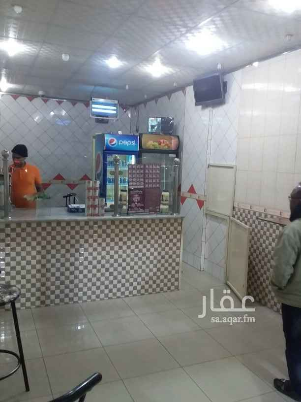محل للبيع في شارع ابو هريرة ، حي الزهور ، الدمام ، الدمام