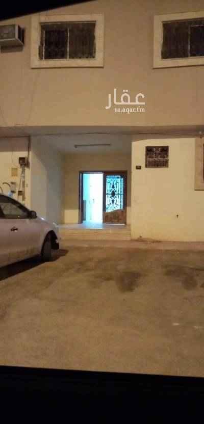 شقة للبيع في شارع عبدالله بن دخيل ، حي عكاظ ، الرياض