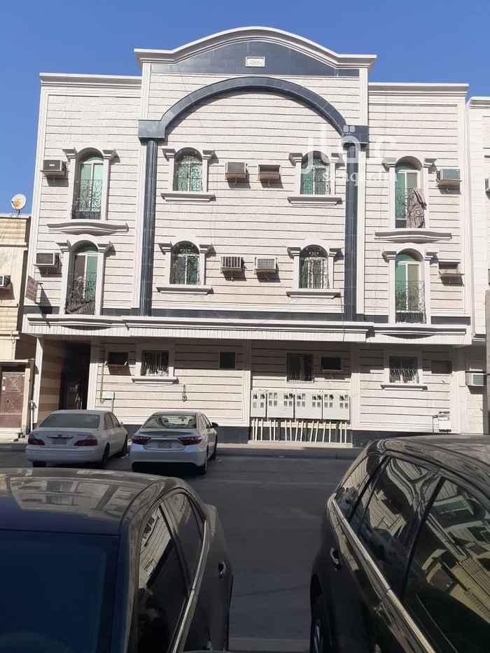 عمارة للبيع في شارع عنيزة ، حي الثقبة ، الخبر ، الخبر