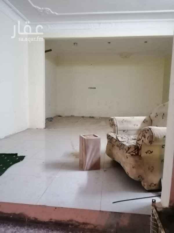 محل للإيجار في شارع نهاوند ، حي العزيزية ، الرياض
