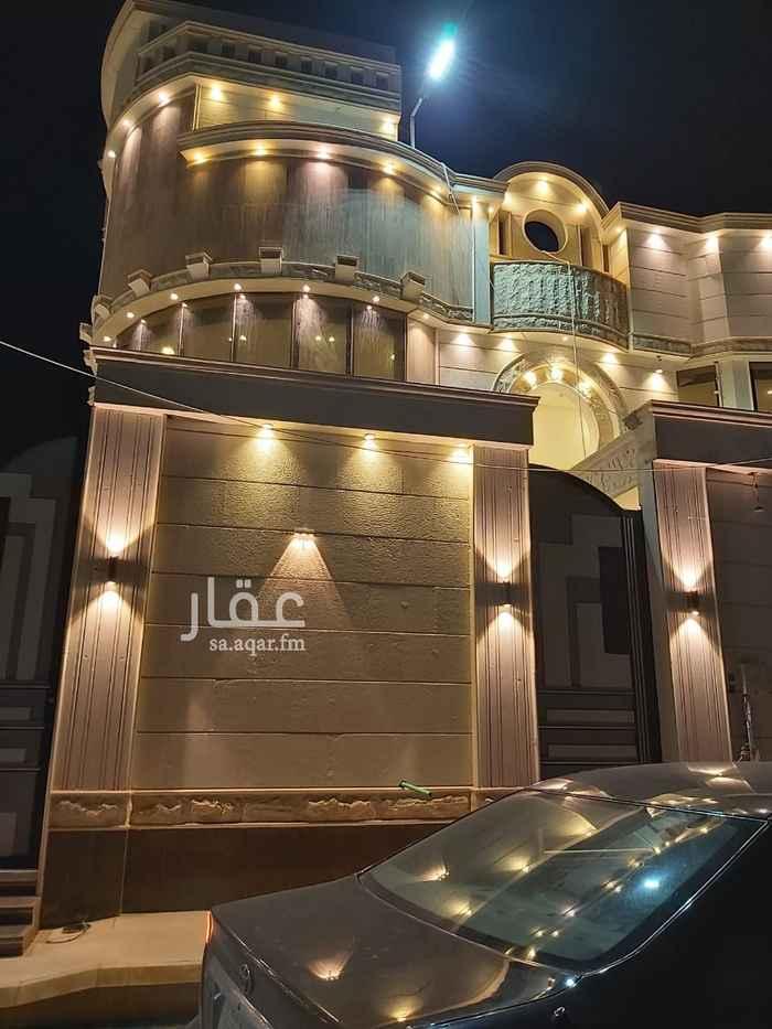 فيلا للبيع في شارع الذهبي ، الرياض