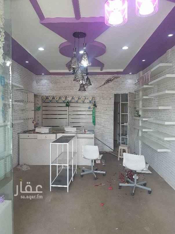 محل للإيجار في شارع الخزنه ، حي اشبيلية ، الرياض