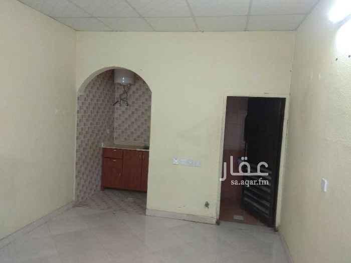 شقة للإيجار في شارع ابي الحسن الانباري ، حي السعادة ، الرياض