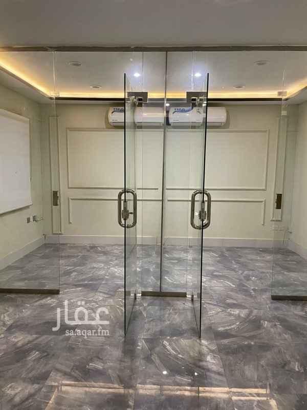 مكتب تجاري للإيجار في شارع التخصصي الفرعي ، حي الرحمانية ، الرياض ، الرياض