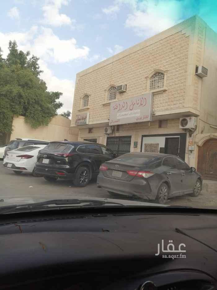 عمارة للبيع في شارع التحلية ، حي العقيق ، الرياض
