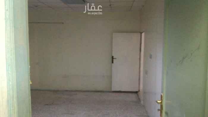 شقة للإيجار في طريق العزيزية ، حي العزيزية ، الرياض