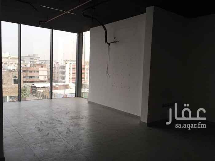 مكتب تجاري للإيجار في طريق الملك فهد ، حي العزيزية ، جدة