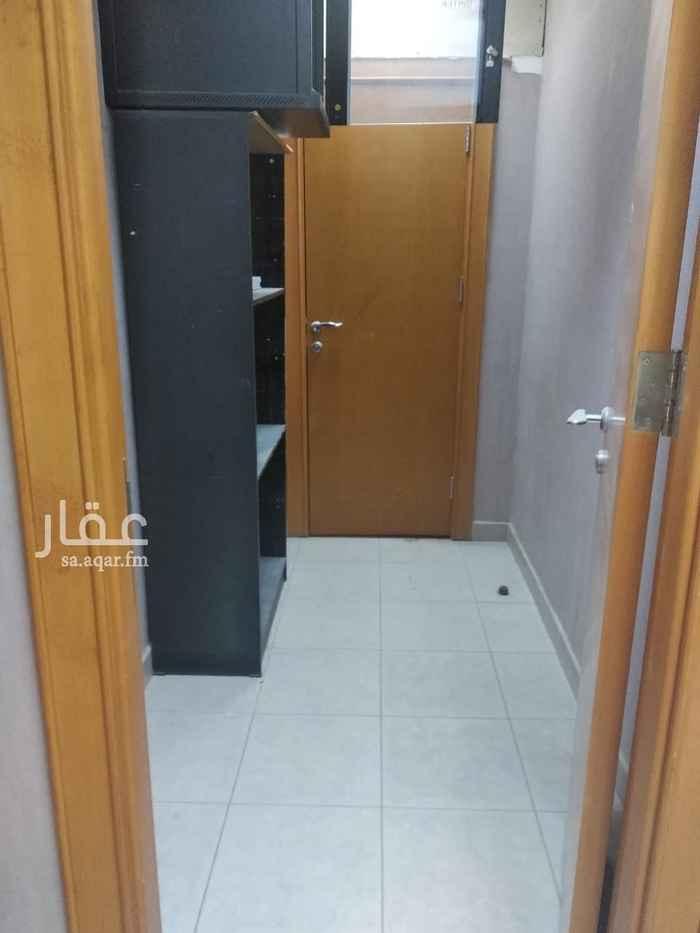 مكتب تجاري للإيجار في شارع محمد بن مسلمة الأنصاري ، حي الملز ، الرياض ، الرياض