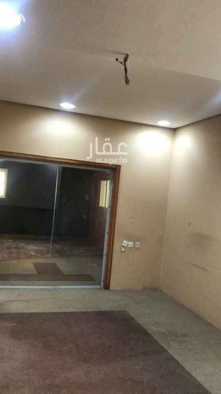 مكتب تجاري للإيجار في شارع الأمير عبدالعزيز بن مساعد بن جلوي ، حي العليا ، الرياض