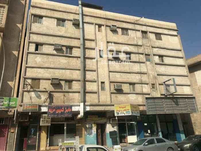 محل للإيجار في شارع الامير فيصل بن عبدالعزيز بن سعود ، حي الجرادية ، الرياض