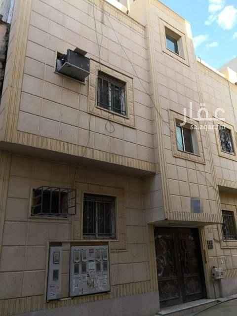 عمارة للبيع في شارع عبدالله الخرجي ، حي منفوحة الجديدة ، الرياض