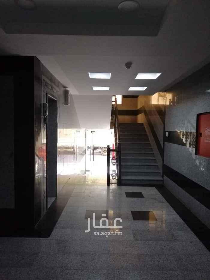 مكتب تجاري للإيجار في شارع الثامن والعشرون ، حي العزيزية ، الدمام