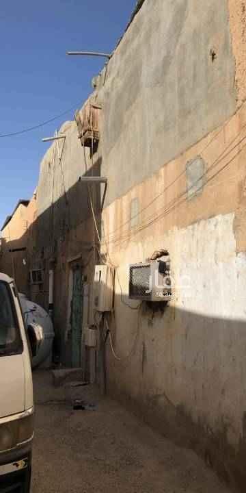 بيت للبيع في شارع ابي الفتح بن رزين ، حي الشميسي ، الرياض