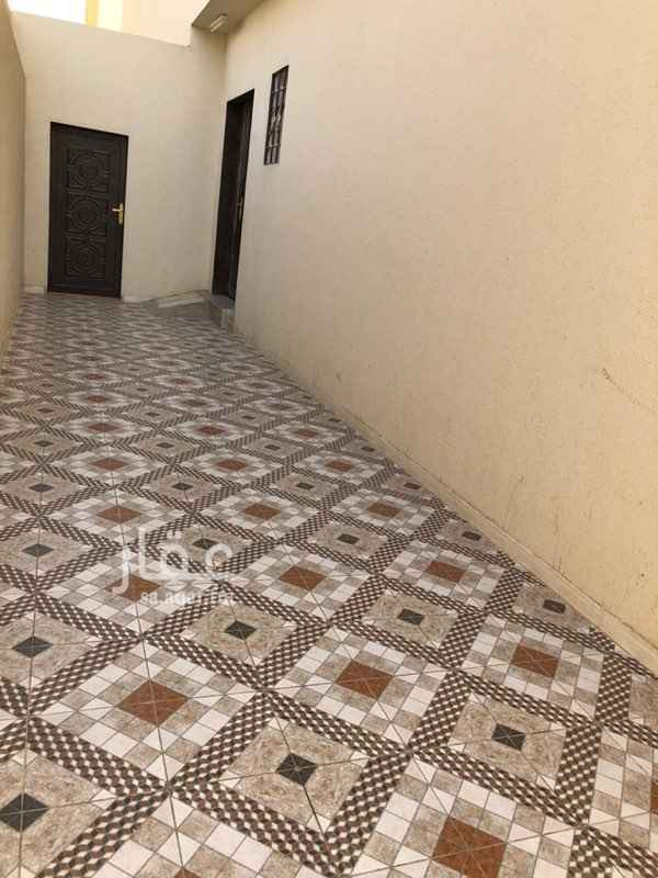شقة للإيجار في شارع ابي عبدالله الزواوي ، حي العزيزية ، الرياض ، الرياض